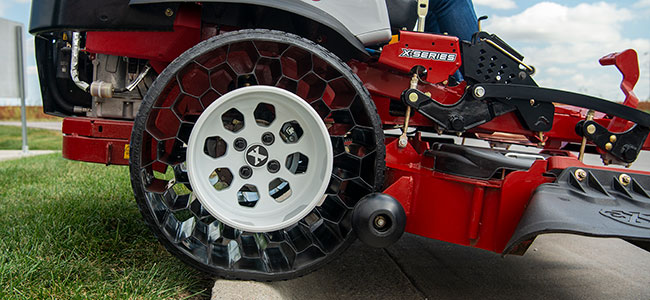 Airless Tractus Tire and Wheel Combo